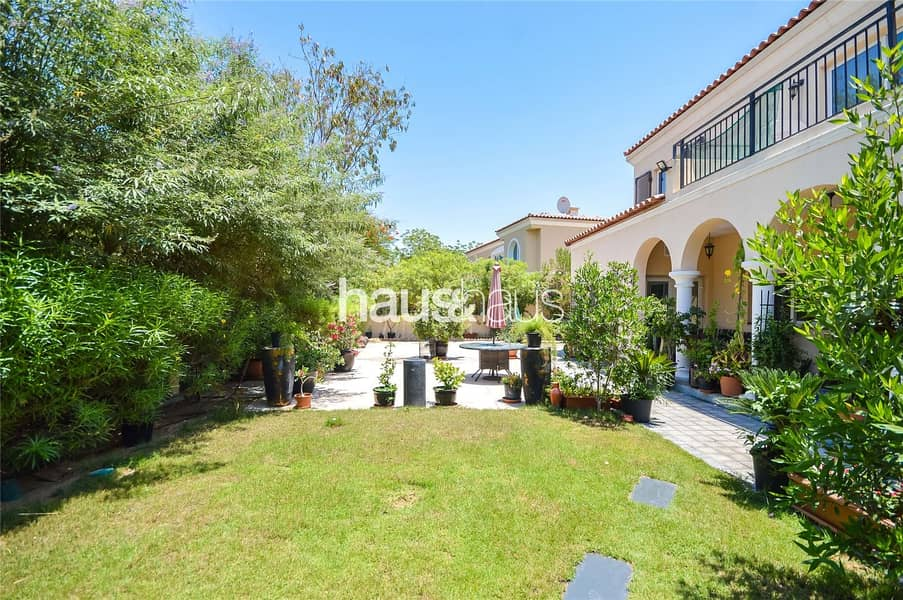 2 Immaculate Condition | Close to Park and Pool
