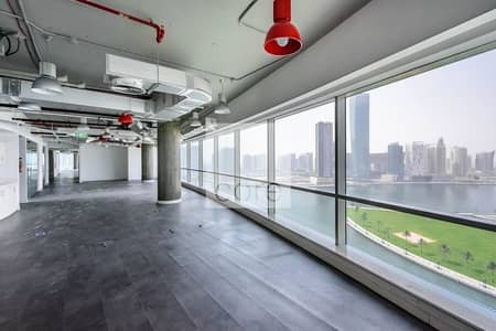 طابق تجاري  للايجار في الخليج التجاري، دبي - Full Floor | Panoramic View | 22 Parking