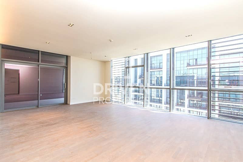 Well-maintained Apt   Side Boulevard View