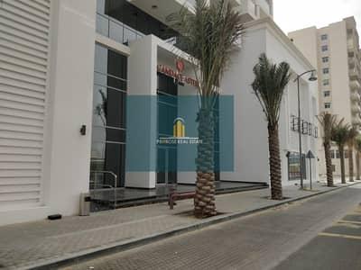 محل تجاري  للبيع في الفرجان، دبي - Commercial Specialist | Multiple Options | High ROI | Long Term Lease | Pre-Contracts Available