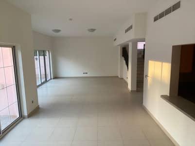 فیلا 4 غرف نوم للايجار في ند الشبا، دبي - فیلا في ند الشبا 4 غرف 135000 درهم - 5150644
