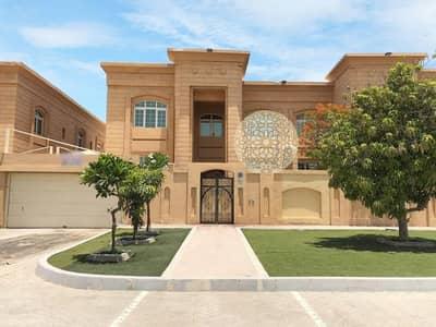 فیلا 5 غرف نوم للايجار في مدينة خليفة أ، أبوظبي - RED STONE FINISHING INDEPENDENT VILLA WITH 5  MASTER BEDROOM FOR RENT IN KHALIFA CITY A