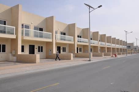تاون هاوس 3 غرف نوم للايجار في المدينة العالمية، دبي - تاون هاوس في قرية ورسان المدينة العالمية 3 غرف 80000 درهم - 5152070