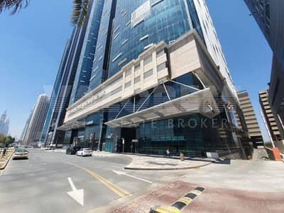 محل تجاري  للايجار في شارع الشيخ زايد، دبي - Bright I Spacious Retail I Main Road Facing I Fully Fitted