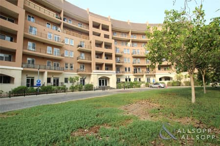 2 Bedroom Flat for Sale in Motor City, Dubai - Vacant   Two Bedrooms   Good Size   Pools