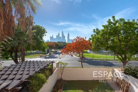 3 Bedroom Villa for Sale in The Lakes, Dubai - Exclusive 3BR Opposite Pool and Park and Skyline View