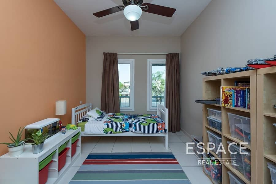 13 Exclusive 3BR Opposite Pool and Park and Skyline View
