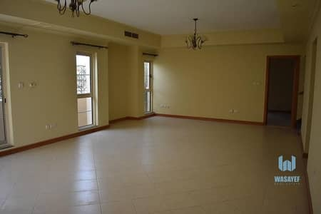 4 Bedroom Villa for Rent in Jumeirah, Dubai - 4  Bedroom Renovated | Private Garden | Quality Living !