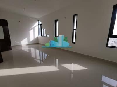 فلیٹ 2 غرفة نوم للايجار في المرور، أبوظبي - Big Rooms|Balcony|Built-in cabinetd|Modern Glossy Tiled|4 chqs