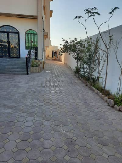 5 Bedroom Villa for Sale in Al Rawda, Ajman - Owns a villa in Ajman at the best prices, with electricity and water