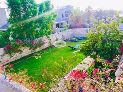 Nice 3 bedroom villa with private garden jumeirah 2