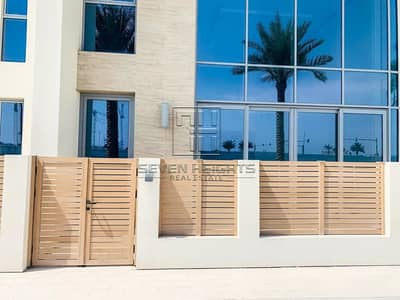 3 Bedroom Townhouse for Rent in Saadiyat Island, Abu Dhabi - Luxury Penthouse 3BR | Large Garden With Community View .