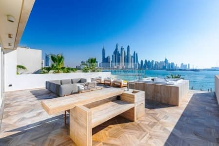 4 Bedroom Villa for Sale in Palm Jumeirah, Dubai - One of a Kind Furnished 4BR+M Villa  Full Sea View