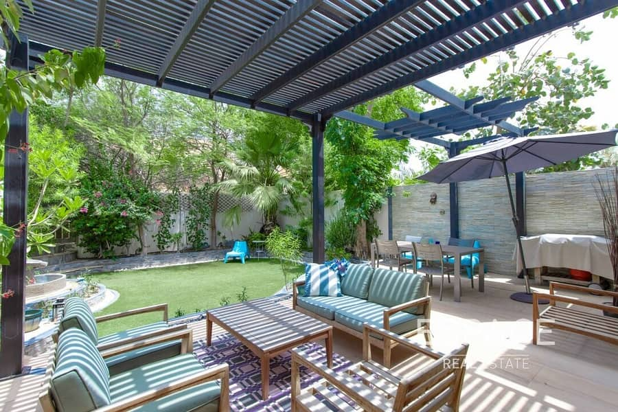 10 Vacant June 22nd - Fully Upgraded - Opposite Pool