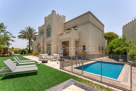 فیلا 5 غرف نوم للبيع في جزر جميرا، دبي - Entertanment foyer lake view large plot 