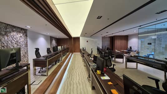 Office for Rent in Umm Al Sheif, Dubai - Fully Fitted with Partitions | Metro