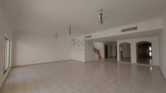 4 Bedroom Villa for Rent in Al Badaa, Dubai - 4 BHK Villa in compound with Garden and shared Pool