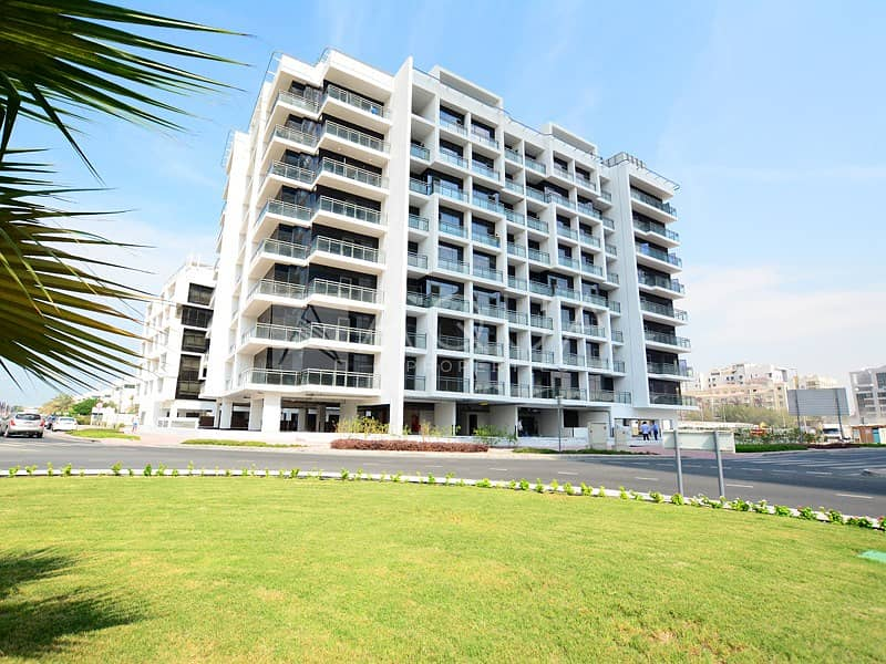 10 Exclusive | Bright and Spacious | Balcony