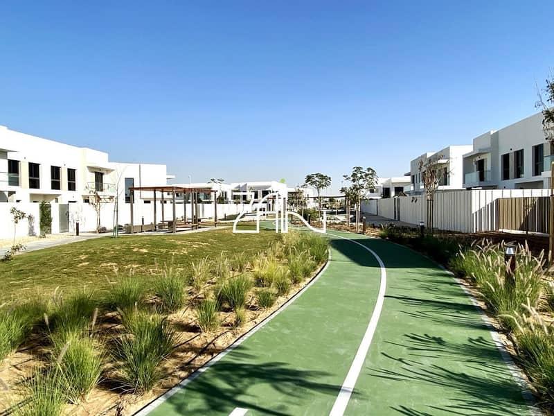 19 Luxurious Single Row 3+1+M Type EA with Garden