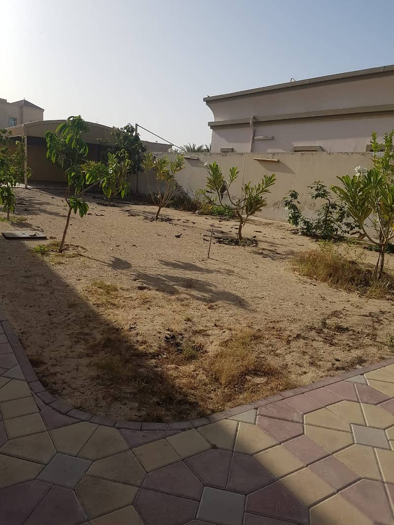 Supper luxury villa for rent in Al warqaa ( 3 master bedroom  + 1 majlis +  1 hall  +  1 maid room + 2 kitchen outside  inside + dining + storage room +cover parking) t