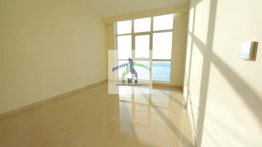 شقة 2 غرفة نوم للايجار في الحصن، أبوظبي - Stunning 2BHK with Full Sea View Top Notch Corniche Community