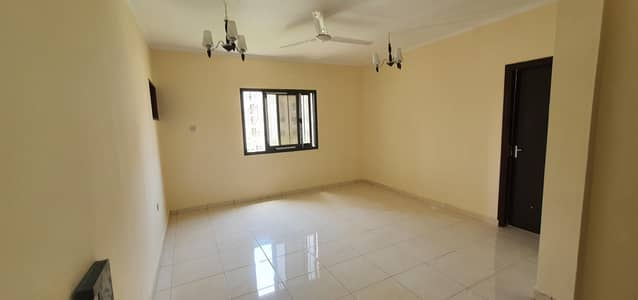2 Bedroom Flat for Rent in Bu Daniq, Sharjah - 2 Bed Apartment |Parking |Ready to Move in |near Mega Mall