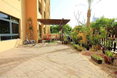 3 Bedroom Flat for Rent in The Greens, Dubai - Private Garden   3 Bedrooms + Laundry   A/C Free. .