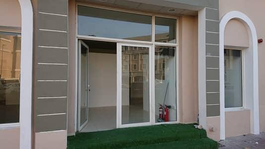 محل تجاري  للايجار في المدينة العالمية، دبي - محل تجاري في الحي الفرنسي المدينة العالمية 27000 درهم - 5188346