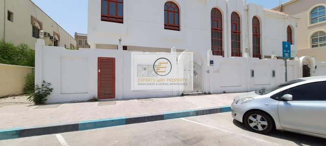 4 Bedroom Villa for Rent in Al Khalidiyah, Abu Dhabi - amazing finishing villa 4 bedrooms + maids room + private entrance