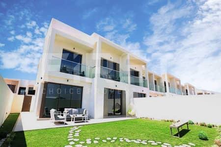 3 Bedroom Townhouse for Sale in Yas Island, Abu Dhabi - Lavish Single Row Townhouse and Maids Room