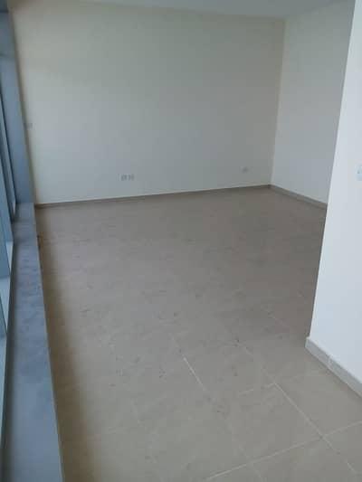 شقة 3 غرف نوم للايجار في كورنيش عجمان، عجمان - شقة في مساكن كورنيش عجمان كورنيش عجمان 3 غرف 85000 درهم - 5192964