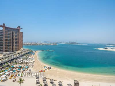 2 Bedroom Apartment for Sale in Palm Jumeirah, Dubai - Fully Upgraded   Vacant on Transfer   Sea View