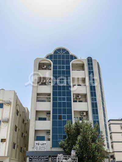 فلیٹ 1 غرفة نوم للايجار في بوطينة، الشارقة - غرفة و صالة من المالك مباشرة و بدون عمولة مع شهر إيجار مجاناً 12 شيك