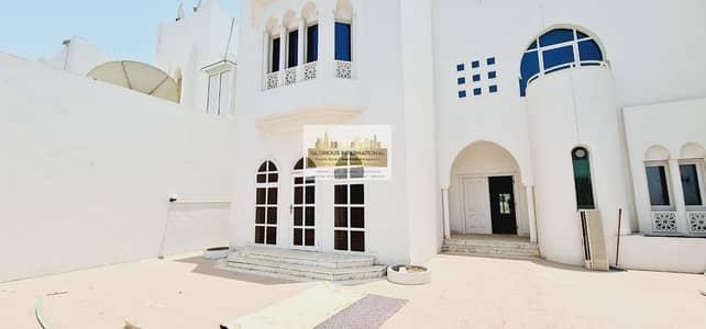 5 Bedroom Villa for Rent in Al Khalidiyah, Abu Dhabi - Amazing Layout w/ Driver's Room