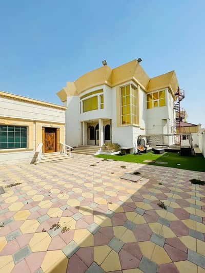 4 Bedroom Villa for Sale in Al Hamidiyah, Ajman - Villa for sale in Al Hamidiyah, Ajman, opposite the preventive medicine and near the mosque. The villa with electricity, water and sewage is on Al Jar Street and close to facilities and services.