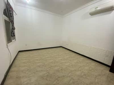 Studio for Rent in Baniyas, Abu Dhabi - For rent studio in Baniyas East