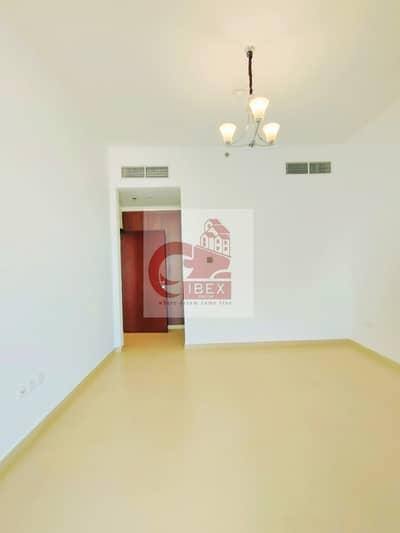 شقة 1 غرفة نوم للايجار في الوصل، دبي - Brand new all ameneties laundry room with all facilities