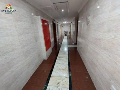 شقة 2 غرفة نوم للايجار في شارع الدفاع، أبوظبي - شقة في شارع الدفاع 2 غرف 50000 درهم - 5198654