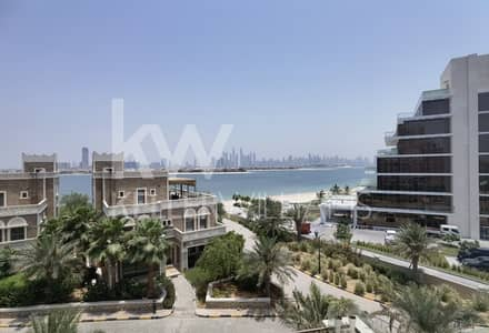 3 Bedroom Apartment for Sale in Palm Jumeirah, Dubai - Full Marina skyline and sea view Vacant on transfer