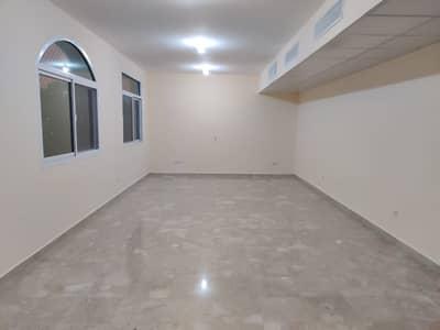 فلیٹ 3 غرف نوم للايجار في المناصير، أبوظبي - Fully renovated flat with balcony & yard