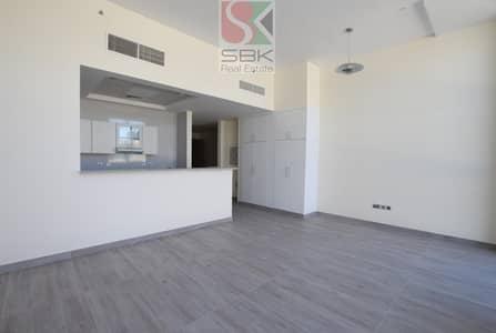 استوديو  للايجار في شارع الشيخ زايد، دبي - Massive Studio near Metro Station on SZR