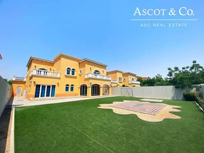 5 Bedroom Villa for Rent in Jumeirah Park, Dubai - 1st August   5 Bed   Single Row   Lovely