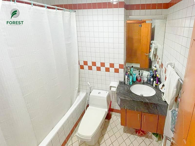 10 Exclusive | Spacious 1BR | Well Maintained