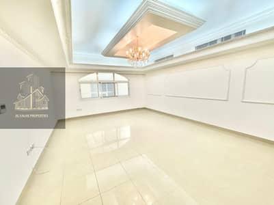 شقة 4 غرف نوم للايجار في المشرف، أبوظبي - Amazing huge 4 beds apt