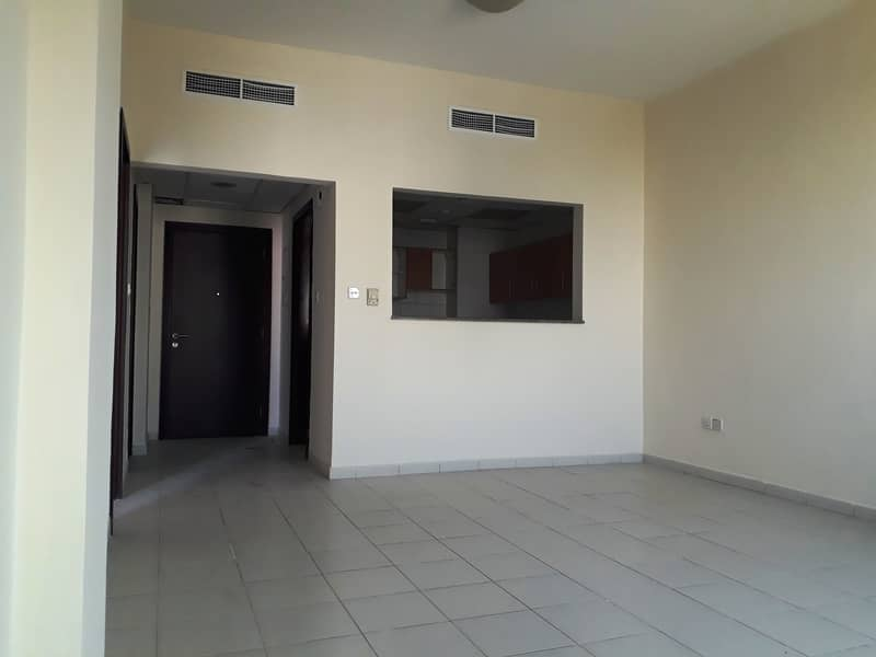 ONE MONTH FREE1 BEDROOM WITH BALCONY PRIVATE BUILDING RUSSIA CLUSTER