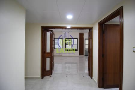 شقة 4 غرف نوم للايجار في المركزية، أبوظبي - 4 BR With Maid Laundry Balcony / 1MONTHFREE
