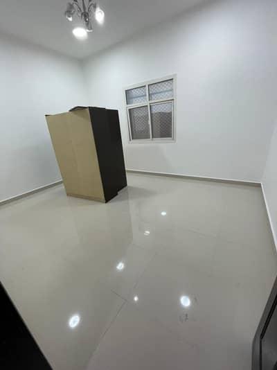 فلیٹ 3 غرف نوم للايجار في مدينة الفلاح، أبوظبي - شقة في مدينة الفلاح 3 غرف 55000 درهم - 5205161