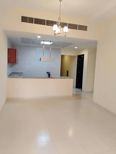 فلیٹ 1 غرفة نوم للايجار في مدينة الإمارات، عجمان - شقة في برج الزنبق مدينة الإمارات 1 غرف 18000 درهم - 4517541