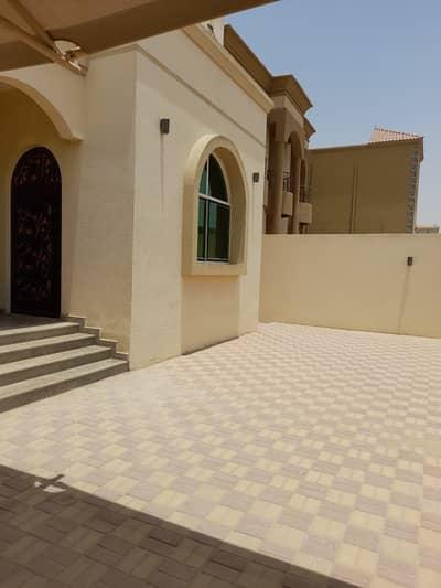 فیلا 5 غرف نوم للبيع في المويهات، عجمان - للبيع فيلا بعجمان منطقة المويهات مع الكهرباء والمياه