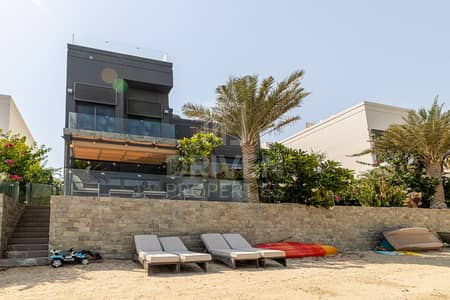 5 Bedroom Villa for Sale in Palm Jumeirah, Dubai - Upgraded Custom Villa | Impressive Layout